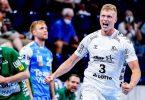 Der Kieler Sven Ehrig (r) feiert einen Treffer gegen Frisch Auf Göppingen. Foto: Axel Heimken/dpa