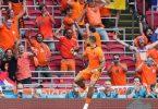 Die Niederländer um Torschütze Memphis Depay setzten sich in Amsterdam gegen Österreich durch. Foto: Peter Dejong/AP Pool/AP/dpa