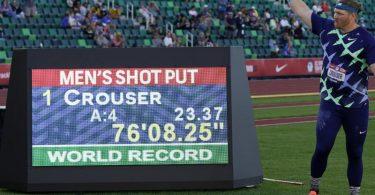 Weltrekordhalter im Kugelstoßen: Ryan Crouser. Foto: Charlie Riedel/AP/dpa