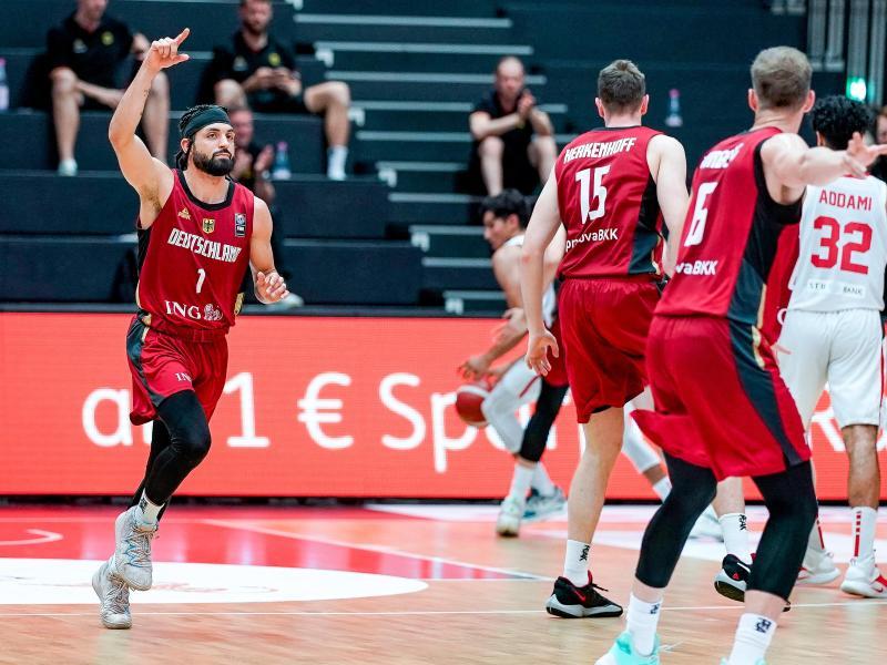 Die deutschen Basketballer besiegten Tunesien klar mit 102:75. Foto: Axel Heimken/dpa
