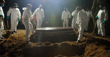 In Brasilien hat die Zahl der an Covid-19 Verstorbenen eine traurige Marke erreicht. Foto: Lincon Zarbietti/dpa