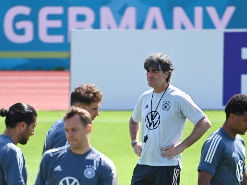 Bundestrainer Joachim Löw wird vor dem Spiel gegen Ungarn bei den erprobten Abläufen bleiben. Foto: Federico Gambarini/dpa