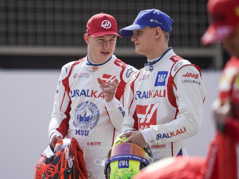 Das Verhältnis von Mick Schumacher (r) und Nikita Masepin hat gelitten. Foto: James Gasperotti/ZUMA Wire/dpa