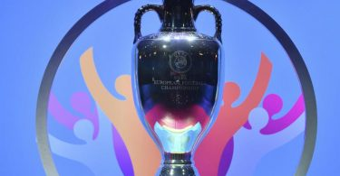 Das Objekt der Begierde: Die EM-Trophäe. Foto: Harold Cunningham/UEFA via Getty Images/dpa