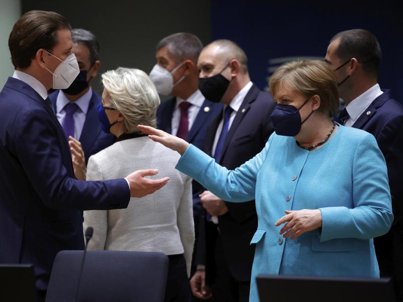 Bundeskanzlerin Angela Merkel beim Brüsseler Gipfel mit den Staats- und Regierungschefs und der EU-Spitze. Foto: Olivier Matthys/Pool AP/dpa