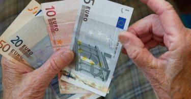 Zum 1. Juli werden die Renten in Ostdeutschland um 0,72 Prozent steigen. Foto: picture alliance / dpa