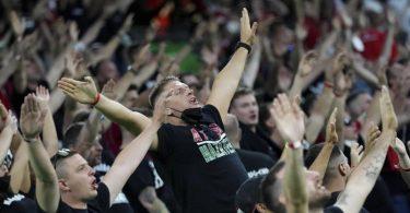 Einige ungarische Fans geben bei der EM kein gutes Bild ab. Foto: Matthias Schrader/Pool AP/dpa
