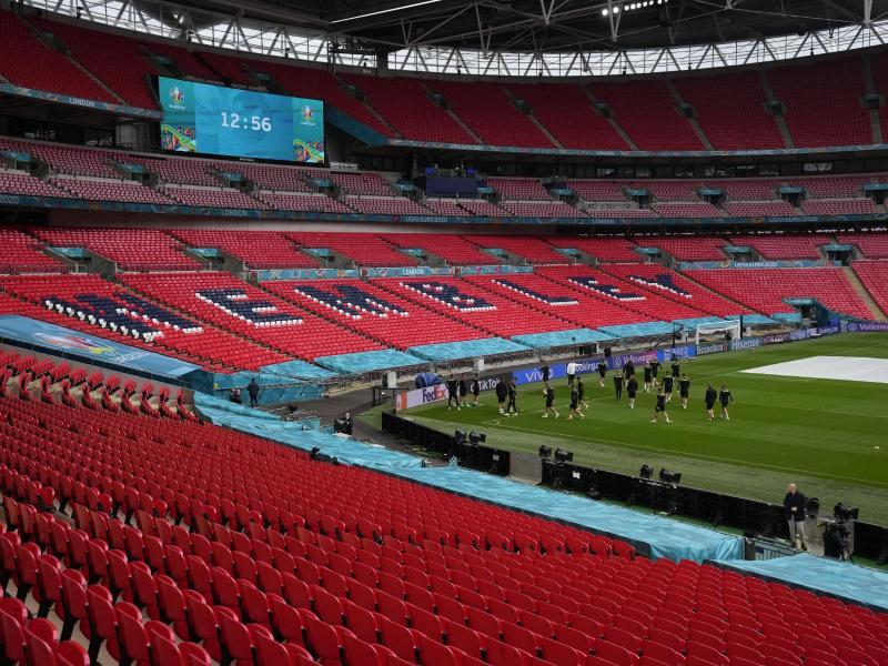 Das Wembley-Stadion soll sich im Laufe der EM-Finalrunde immer mehr füllen. Foto: Matt Dunham/Pool AP/dpa