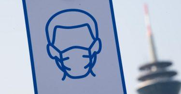 Ein Piktogramm weist auf das Einhalten der Maskenpflicht hin. Foto: Federico Gambarini/dpa