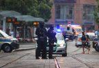 Bewaffnete Polizisten sichern die Gegend in der Nähe des Tatorts ab. Foto: Karl-Josef Hildenbrand/dpa
