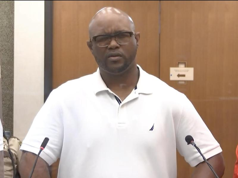 Terrence Floyd, Bruder von George Floyd, spricht im Gerichtssaal vor der Verkündung des Strafmaßes. Foto: Court TV/AP/dpa