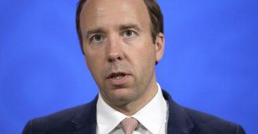 Der britische Gesundheitsminister Matt Hancock spricht während einer Pressekonferenz in der Downing Street. Foto: Matt Dunham/AP Pool/dpa
