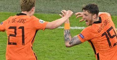 Die Niederländer um Frenkie de Jong (l) und Wout Weghorst wollen ins EM-Viertelfinale. Foto: Olaf Kraak/EPA Pool/AP/dpa