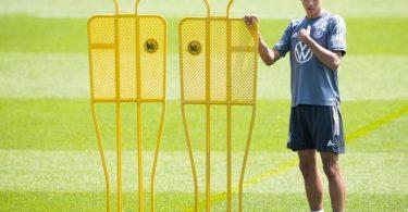 Vom Frischling im DFB-Team wird in Zukunft viel erwartet: Jamal Musiala beim Aufwärmen. Foto: Christian Charisius/dpa