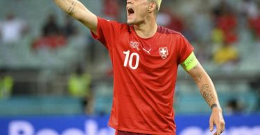 Alles andere als angepasst: Granit Xhaka, der Kapitän der Schweizer Nationalmannschaft. Foto: Jean-Christophe Bott/KEYSTONE/dpa