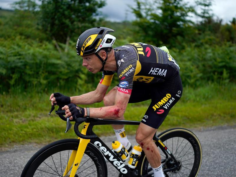 Tony Martin hat sich bei einem Sturz Verletzungen zugezogen, fährt aber weiter. Foto: Daniel Cole/AP/dpa