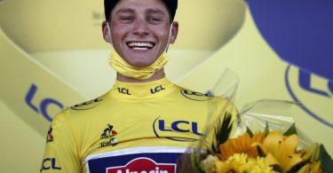 Mathieu van der Poel aus den Niederlanden trägt das Gelbe Trikot. Foto: Stephane Mahe/Reuters Pool/AP/dpa