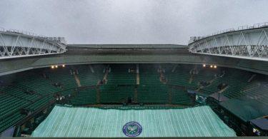 Ist das Wetter zu schlecht, kann das Dach des Centre Court geschlossen werden. Foto: Aeltc Pool/PA Wire/dpa