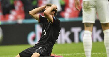 Zum Haare raufen: Thomas Müller trauert seiner vergebenen Großchance gegen England nach. Foto: Justin Tallis/Pool AFP/dpa
