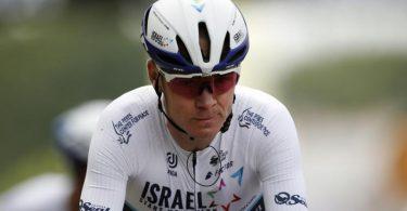 Der ehemalige Tour-Sieger Chris Froome ist nun Wasserträger. Foto: Benoit Tessier/Reuters/dpa