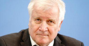 Bundesinnenminister Horst Seehofer kritisiert die UEFA. Foto: Kay Nietfeld/dpa