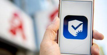Wer das Zertifikat nicht direkt nach der Impfung erhält, kann sich den notwendigen QR-Code in teilnehmenden Apotheken ausstellen lassen. Foto: Zacharie Scheurer/dpa-tmn