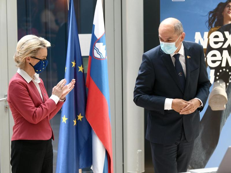 EU-Kommissionspräsidentin Ursula von der Leyen (l) und Janez Jansa, Ministerpräsident von Slowenien. Foto: Tamino Petelinsek/STA/dpa