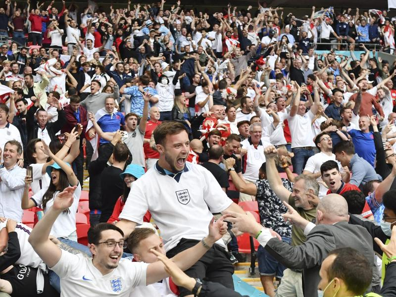 In Italien fürchtet man sich vor dem Ansturm potentiell virulenter englischer Fußball-Fans. Foto: Justin Tallis/Pool AFP/dpa