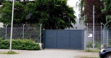 Wo sind die Millionen? Das Tor einer Firma für Geldtransporte in Bremen. Foto: Jörn Hüneke/TNN/dpa