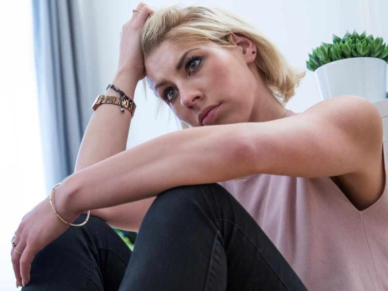 Neben Resignation und Hilflosigkeit empfinden Menschen mit einer Verbitterungsstörung oft auch Gefühle von Zorn. Foto: Christin Klose/dpa-tmn