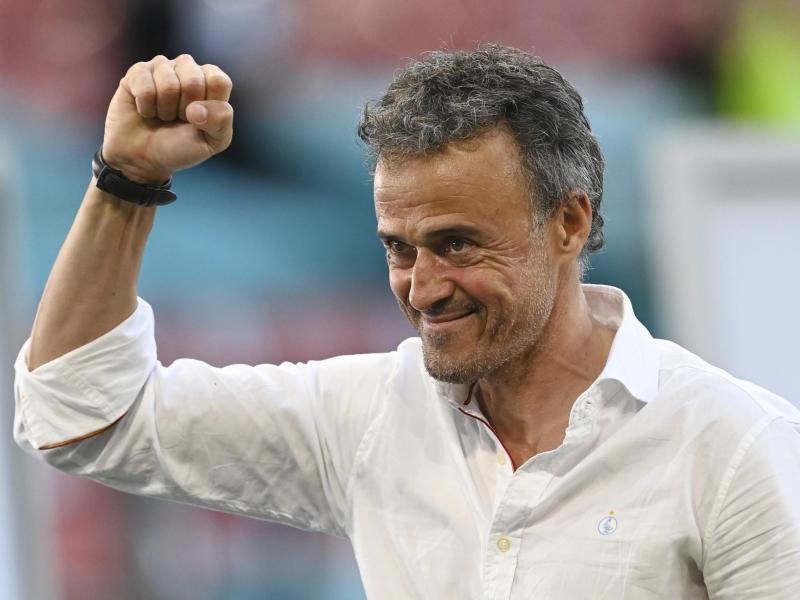 Spaniens Trainer Luis Enrique hat für das Viertelfinale gegen die Schweiz Änderungen in der Abwehr vorgenommen. Foto: Stuart Franklin/Pool Getty/AP/dpa