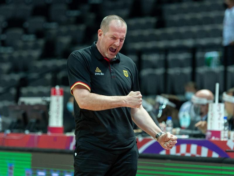 Will mit einem Seig gegen Kroatien die Tokio-Träume der deutschen Basketballer am Leben erhalten: Bundestrainer Henrik Rödl. Foto: Tilo Wiedensohler/dpa