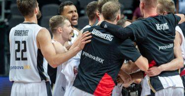 Nach dem Sieg über Kroatien glauben die deutschen Basketballer auch an ihre Chance gegen Brasilien. Foto: Tilo Wiedensohler/dpa