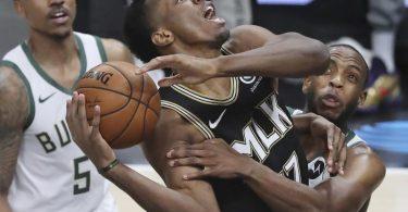 Die Milwaukee Bucks (weiße Trikots) setzten sich auf demWeg in die NBA-Finals gegen die Atlanta Hawks durch. Foto: Curtis Compton/Atlanta Journal-Constitution/AP/dpa