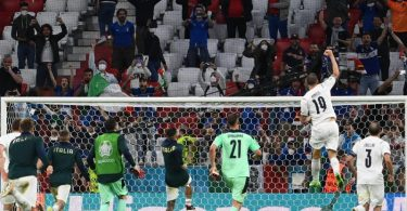Die Italiener feierten nach den Halbfinaleinzug mit ihren Fans. Foto: Federico Gambarini/dpa