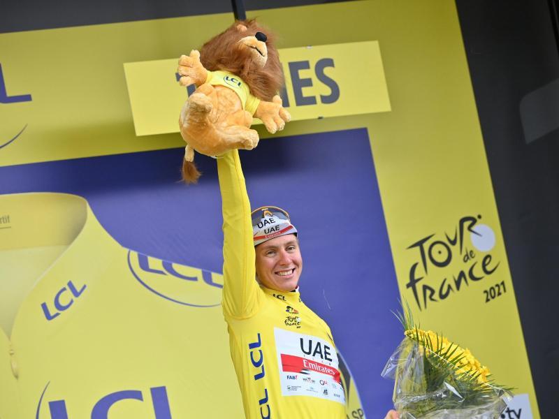 Bleibt unantastbar: Tadej Pogacar aus Slowenien jubelt im Gelben Trikot. Foto: David Stockman/BELGA/dpa