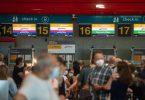 Reisende an einem Lufthansa-Schalter am Flughafen von Lissabon. Foto: Paulo Mumia/dpa
