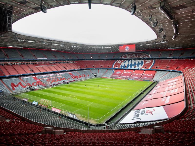 Die leere Allianz Arena ist vor Spielbeginn zu sehen. Foto: Matthias Balk/dpa