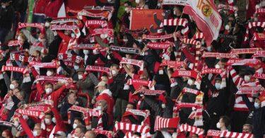 Bereits am letzten Bundesliga-Spieltag im Mai durften wieder Tausende Fußballfans in die Alte Försterei von Union Berlin. Foto: Michael Sohn/POOL AP/dpa