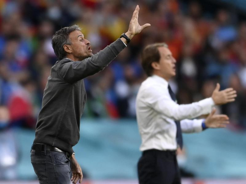 Gestenreich: Spanien-Coach Luis Enrique (vorne) und sein italienischer Kollege Roberto Mancini. Foto: Laurence Griffiths/Pool Getty/AP/dpa