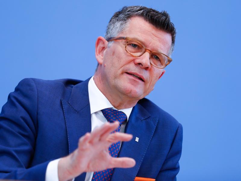 Peter Dabrock, der frühere Vorsitzende des Deutschen Ethikrates, kritisiert Außenminister Heiko Maas (SPD) mit deutlichen Worten. Foto: Axel Schmidt/Reuters-Pool/dpa/Archivbild