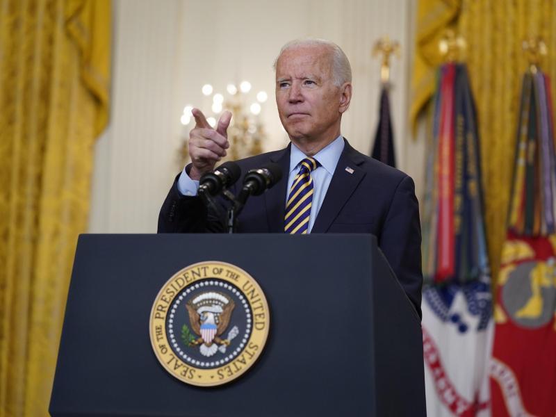 Joe Biden, Präsident der USA, spricht über den amerikanischen Truppenabzug aus Afghanistan im East Room des Weißen Hauses. Foto: Evan Vucci/AP/dpa