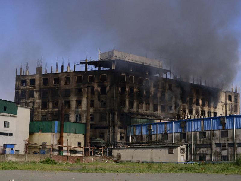 Die Lebensmittelfabrik: nur noch eine Ruine. Foto: Mahmud Hossain Opu/AP/dpa