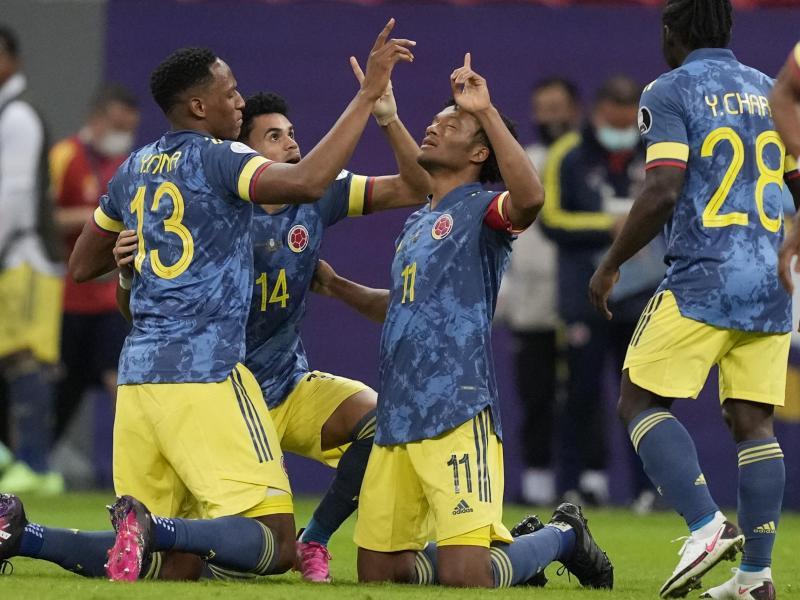 Die Kolumbianer feiern den Sieg im Spiel um Platz 3 gegen Peru bei der Copa América. Foto: Eraldo Peres/AP/dpa