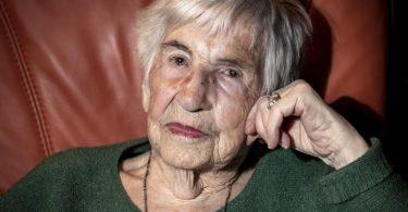 Esther Bejarano, deutsch-jüdische Überlebende des Konzentrationslagers Auschwitz-Birkenau, ist gestorben. Foto: Axel Heimken/dpa