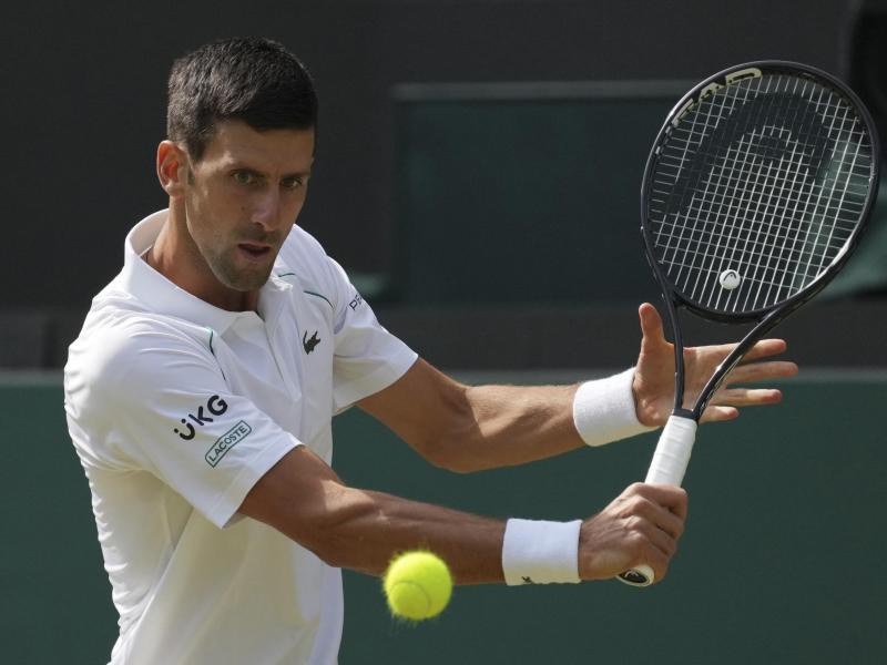Im Wimbledon-Finale der Herren trifft der Serbe Novak Djokovic auf den Italiener Matteo Berrettini. Foto: Alberto Pezzali/AP/dpa
