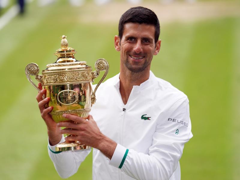 Wimbledonsieger Novak Djokovic lässt seine Olympia-Teilnahme offen. Foto: Adam Davy/PA Wire/dpa