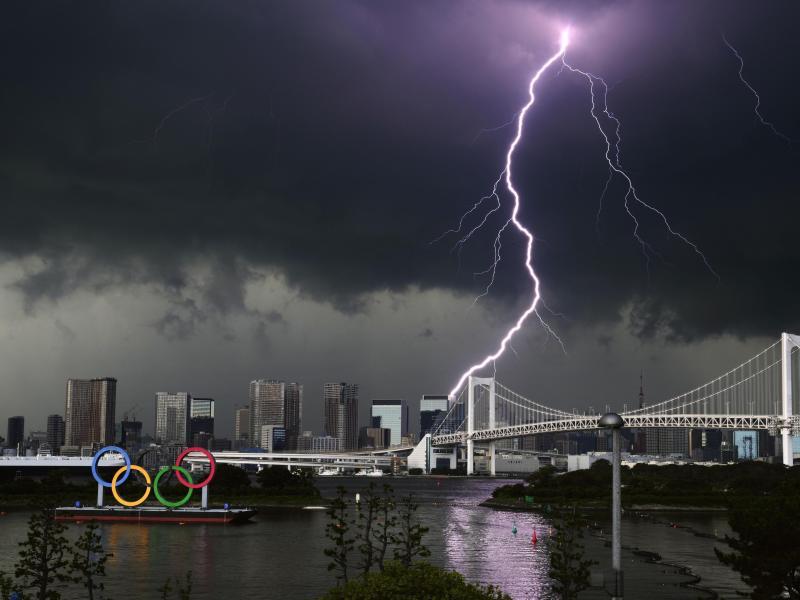 Mit strikten Regeln und einem Corona-Notstand für Tokio soll das Infektionsrisiko während der Sommerspiele minimiert werden. Foto: Uncredited/Kyodo News/AP/dpa