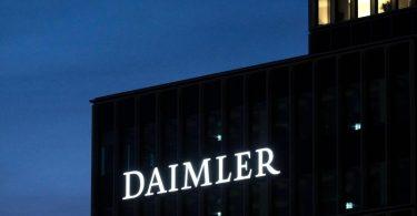 Die Diesel-Musterklage der Verbraucherzentralen rückt den Autobauer Daimler in den Fokus. Foto: Marijan Murat/dpa