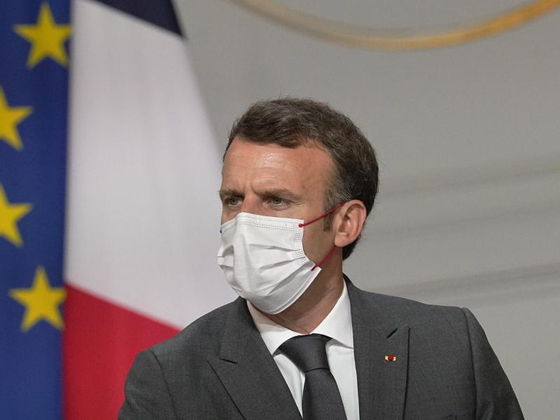 Wir müssen in Richtung einer Impfung aller gehen, weil das vorerst der einzige Weg zurück zu einem normalen Leben ist», so Präsident Macron. Foto: Michel Euler/Pool AP/dpa